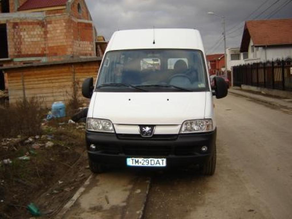 Microbuz peugeot boxer 13+1 an 2005 132cp 2800cmc