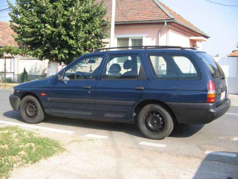 Vindem Ford escort aer conditionat